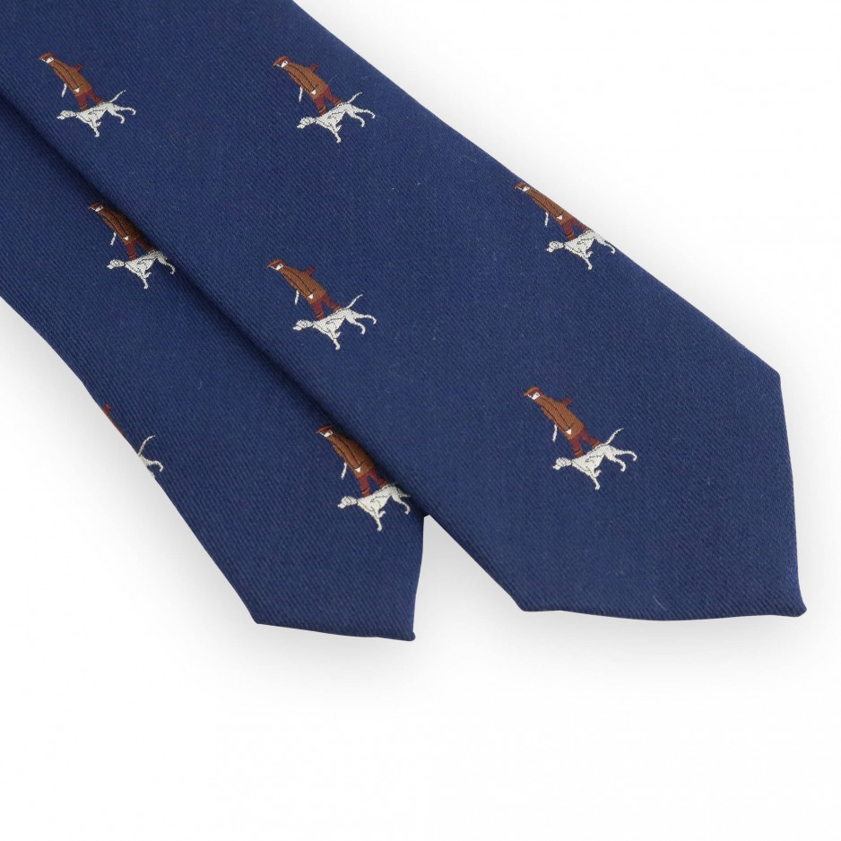 Blue tie with hunter pattern