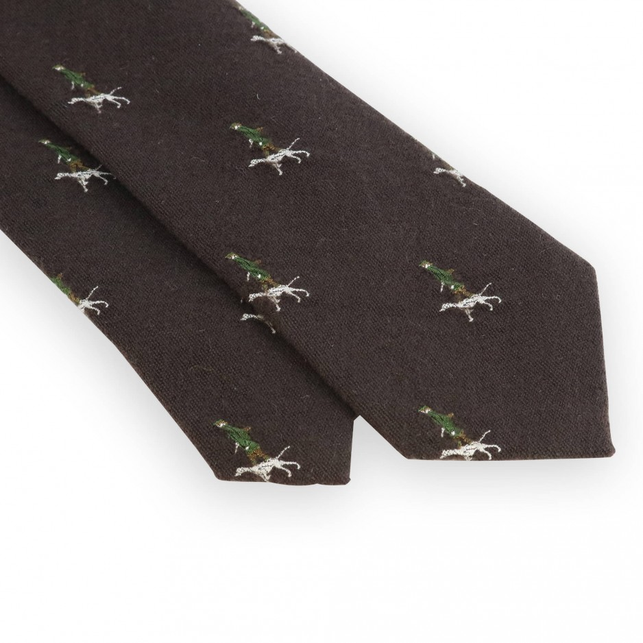 Brown tie with hunter pattern