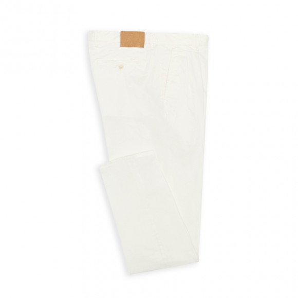 Chino with pleats white twill